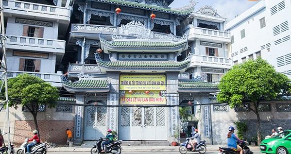 giao gạo từ thiện tại chùa kim sơn Phú Nhuận
